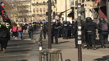 15 - Gilet Gialli sfilano agli Champs Elysee per la 14esima settimana di mobilitazione consecutiva