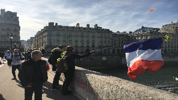 18 - Gilet Gialli sfilano agli Champs Elysee per la 14esima settimana di mobilitazione consecutiva