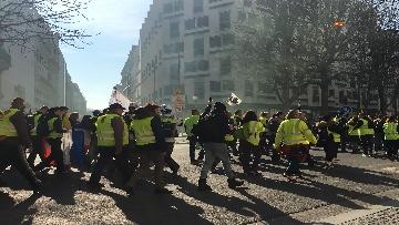 5 - Gilet Gialli sfilano agli Champs Elysee per la 14esima settimana di mobilitazione consecutiva
