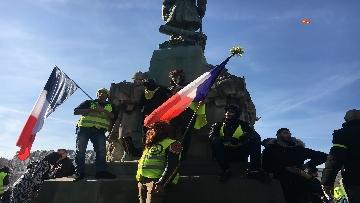 12 - Gilet Gialli sfilano agli Champs Elysee per la 14esima settimana di mobilitazione consecutiva