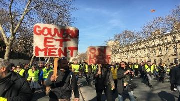 14 - Gilet Gialli sfilano agli Champs Elysee per la 14esima settimana di mobilitazione consecutiva