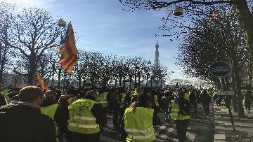 6 - Gilet Gialli sfilano agli Champs Elysee per la 14esima settimana di mobilitazione consecutiva