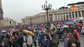 8 - Papa Francesco in piazza San Pietro per il 'Regina Coeli' domenicale