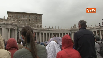 9 - Papa Francesco in piazza San Pietro per il 'Regina Coeli' domenicale