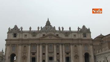 6 - Papa Francesco in piazza San Pietro per il 'Regina Coeli' domenicale