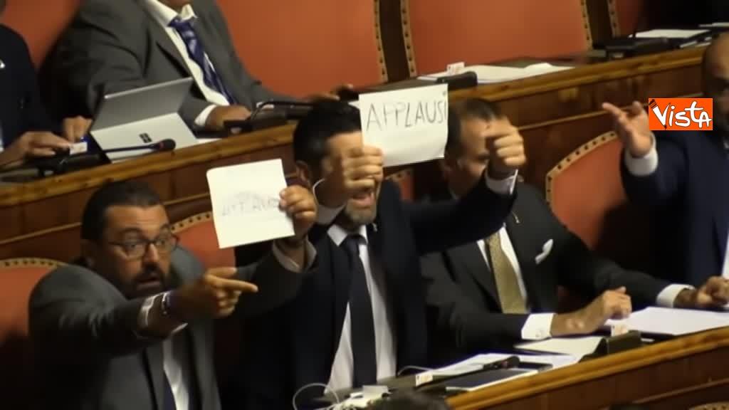 11-09-19 Tutte le bagarre al Senato il giorno della fiducia al Governo Conte 09_Lega con cartelli Applausi