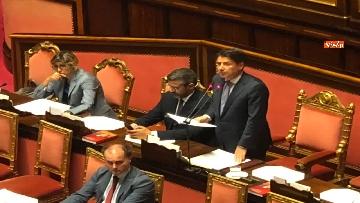 5 - Banchi M5s vuoti mentre Conte parla del Russiagate in Aula al Senato