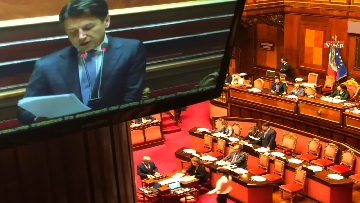 6 - Banchi M5s vuoti mentre Conte parla del Russiagate in Aula al Senato