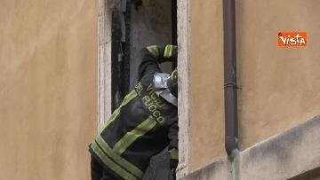 3 - Incendio in un appartamento nel centro di Roma, l'intervento dei Vigili del Fuoco