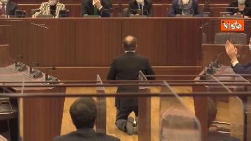2 - Bagarre in consiglio regionale Lombardia, M5S fa sospendere la seduta con fischietti e cartelli