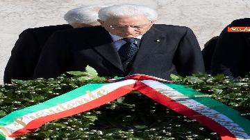 3 - Festa della Repubblica, Mattarella rende omaggio a Monumento Milite Ignoto all'Altare della Patria