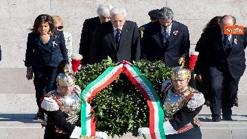 2 - Festa della Repubblica, Mattarella rende omaggio a Monumento Milite Ignoto all'Altare della Patria