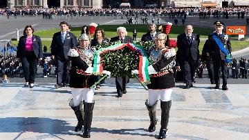 4 - Festa della Repubblica, Mattarella rende omaggio a Monumento Milite Ignoto all'Altare della Patria