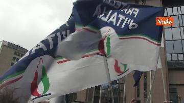 12 - Protesta FdI contro il Mes a Bruxelles, Meloni canta l'inno d'Italia sotto le istituzioni europee