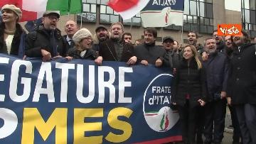 10 - Protesta FdI contro il Mes a Bruxelles, Meloni canta l'inno d'Italia sotto le istituzioni europee