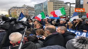 8 - Protesta FdI contro il Mes a Bruxelles, Meloni canta l'inno d'Italia sotto le istituzioni europee