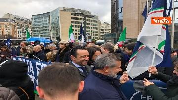 5 - Protesta FdI contro il Mes a Bruxelles, Meloni canta l'inno d'Italia sotto le istituzioni europee