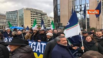 6 - Protesta FdI contro il Mes a Bruxelles, Meloni canta l'inno d'Italia sotto le istituzioni europee