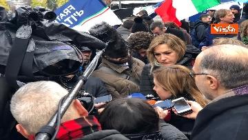 7 - Protesta FdI contro il Mes a Bruxelles, Meloni canta l'inno d'Italia sotto le istituzioni europee
