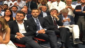 7 - 'E' sempre più blu, Meloni ufficializza entrata a FdI del sindaco di Catania