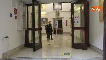 4 - Alle urne in Veneto, nei seggi di Venezia tra disinfettante e mascherine, le immagini