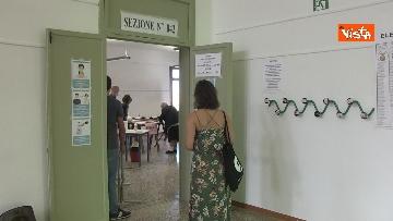 6 - Alle urne in Veneto, nei seggi di Venezia tra disinfettante e mascherine, le immagini