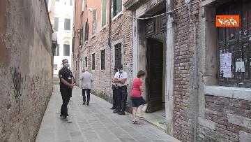 3 - Alle urne in Veneto, nei seggi di Venezia tra disinfettante e mascherine, le immagini