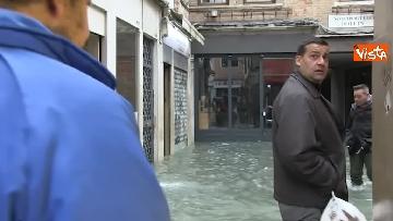 9 - San Marco e il centro di Venezia sommersi dall'acqua, un'atmosfera surreale