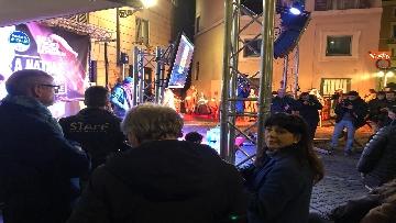 2 - La festa di natale di Fratelli d'Italia, tra prodotti locali e tombolata sovranista