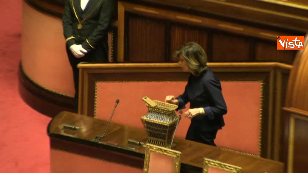 24-03-18 Casellati vota per la presidenza del Senato e lascia l'aula 01_038537763202911695408
