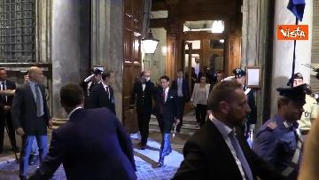 5 - Conte lascia il Senato tra gli applausi dei parlamentari M5s e le acclamazioni dei sostenitori