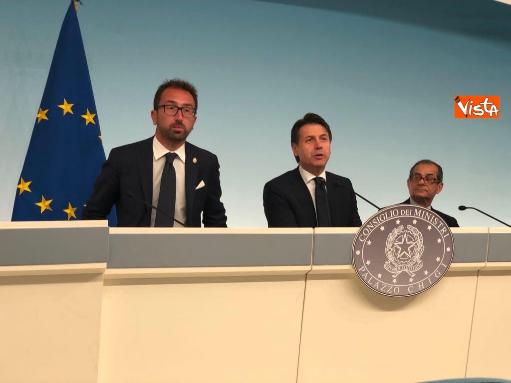 24-07-18 Il ministro della Giustizia Bonafede, il premier Conte, il ministro dell'Economia Tria - Milleproroghe in Consiglio dei Ministri, la conferenza stampa