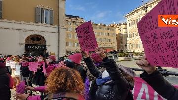 """10 - """"Non una di meno"""" in piazza Montecitorio per la Giornata mondiale contro la violenza sulle donne"""