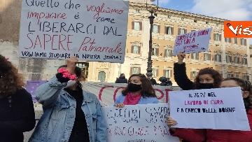 """3 - """"Non una di meno"""" in piazza Montecitorio per la Giornata mondiale contro la violenza sulle donne"""