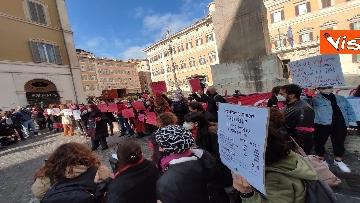 """8 - """"Non una di meno"""" in piazza Montecitorio per la Giornata mondiale contro la violenza sulle donne"""