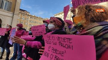 """9 - """"Non una di meno"""" in piazza Montecitorio per la Giornata mondiale contro la violenza sulle donne"""
