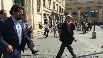 4 - I capigruppo del Pd Graziano Delrio e Andrea Marcucci vanno a piedi dalla sede del Nazareno verso la Camera per le consultazioni