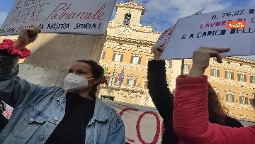 """1 - """"Non una di meno"""" in piazza Montecitorio per la Giornata mondiale contro la violenza sulle donne"""