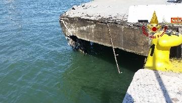 3 - Scontro a Venezia fra nave da crociera e battello turistico le verifiche dei vvf dopo l'incidente