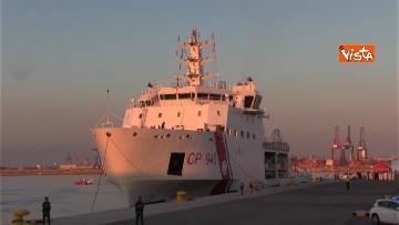 2 - Aquarius, Dattilo e Orione sono attraccate al porto di Valencia, finita l'Odissea per 629 migranti