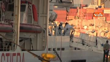 3 - Aquarius, Dattilo e Orione sono attraccate al porto di Valencia, finita l'Odissea per 629 migranti