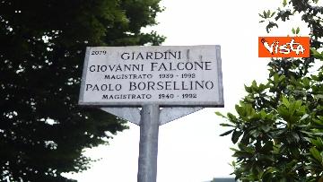 4 - Strage Capaci, Milano ricorda Giovanni Falcone con musica e mazzi di fiori