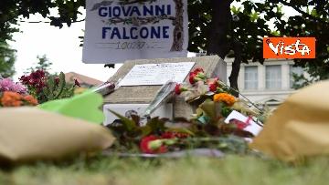 3 - Strage Capaci, Milano ricorda Giovanni Falcone con musica e mazzi di fiori