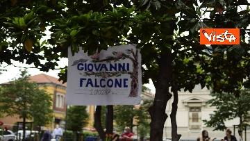 2 - Strage Capaci, Milano ricorda Giovanni Falcone con musica e mazzi di fiori