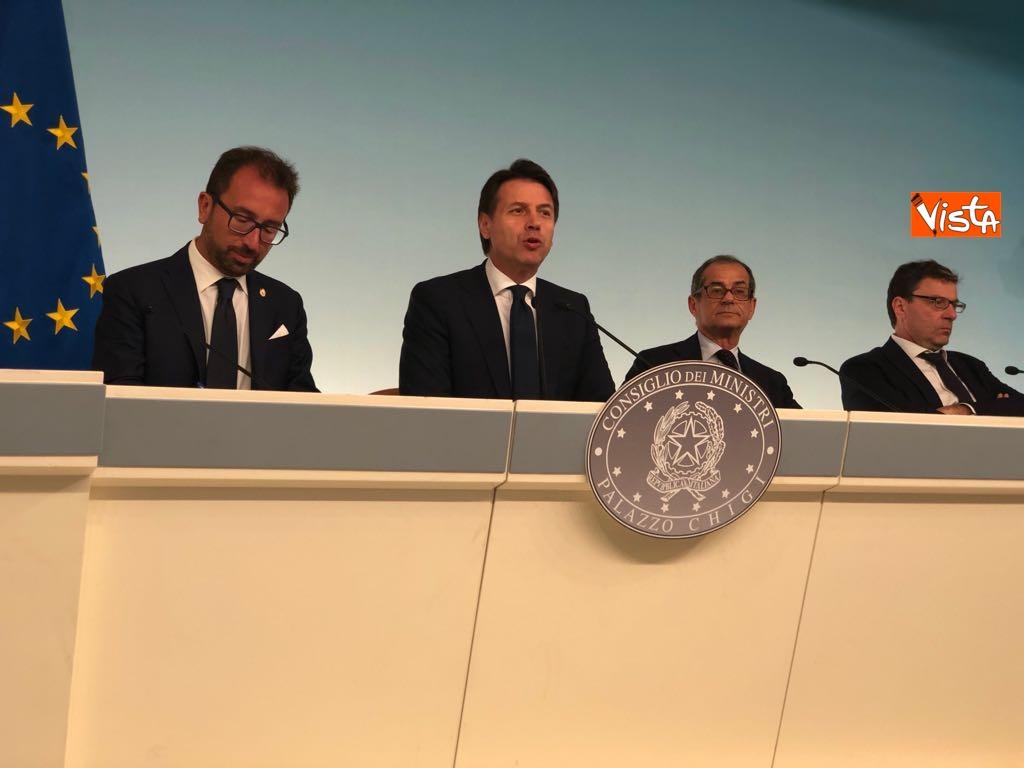 24-07-18 Il ministro della Giustizia Bonafede, il premier Conte, il ministro dell'Economia Tria, il sottosegretario Giorgetti - Milleproroghe in Consiglio dei Ministri, la conferenza stampa