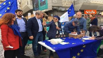 9 - +Europa, Bonino e Della Vedova a raccolta firme proposta legge
