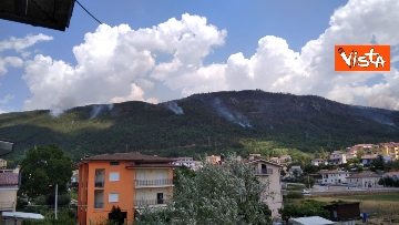 10 - Incendi all'Aquila, Monte Pettino in fiamme. Le foto