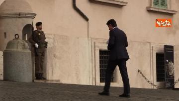 4 - Conte arriva al Quirinale in taxi