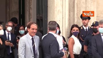 2 - La Nazionale azzurra lascia Palazzo Chigi e sale sul pullman scoperto per salutare i tifosi. Le foto