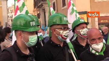 11 - Cgil, Cisl e Uil in piazza contro i licenziamenti. Le foto della manifestazione a Montecitorio
